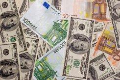 Евро упал ниже 66 рублей впервые с конца декабря 2014 года