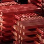 Медь слабо дорожает на снижении добычи в Чили