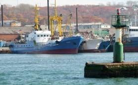 Два судна с моряками с затонувшего траулера пойдут в Корсаков
