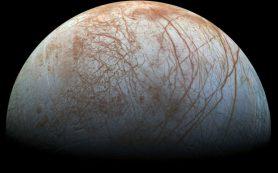 «Хаббл» сфотографировал гейзеры Европы на фоне Юпитера
