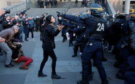 Франция определилась с участниками второго тура выборов