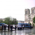 Выходец из Алжира напал на полицию у стен Нотр-Дам-де-Пари
