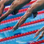Российские пловцы после успеха на ЧМ сбросили в бассейн главного тренера