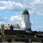 Писатель Джордж Мартин посетил Выборгский замок в Ленинградской области