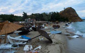 6 туристов погибли во время шторма в Греции
