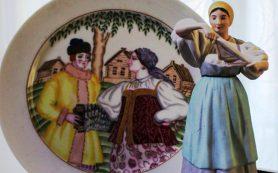 Музей истории Петербурга показывает в Симферополе фарфор в русском стиле