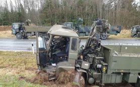 Туристов предупредили о росте случаев ДТП с участием военной техники в Эстонии