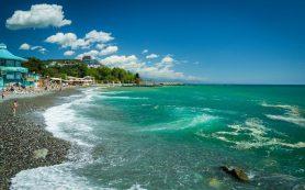 Низкие цены и пляжи, на которых немного людей в высокий сезон: почему на море нужно ехать в июле