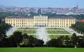 Количество посетителей венского дворца Шёнбрунн уменьшилось на 70 процентов