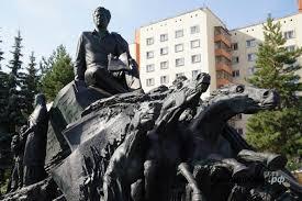 В Казани открыли памятник башкирскому поэту Мустаю Кариму