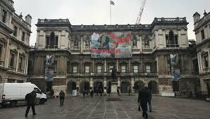 В Королевской Академии художеств в Лондоне подготовили выставку современного искусства