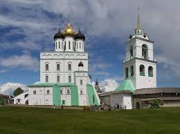 Археологи исследуют фундамент Троицкого собор Псковского кремля