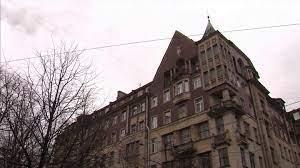 В петербургском доме купца Полежаева обнаружили старинную лестницу и лифт