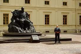 В Гатчине открыли памятник императору Александру III