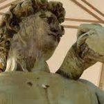 На площади Микеланджело во Флоренции реставрируют копии знаменитых скульптур