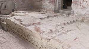 Во время реконструкции Самуилова корпуса Ростовского кремля археологи обнаружили стену XVII века